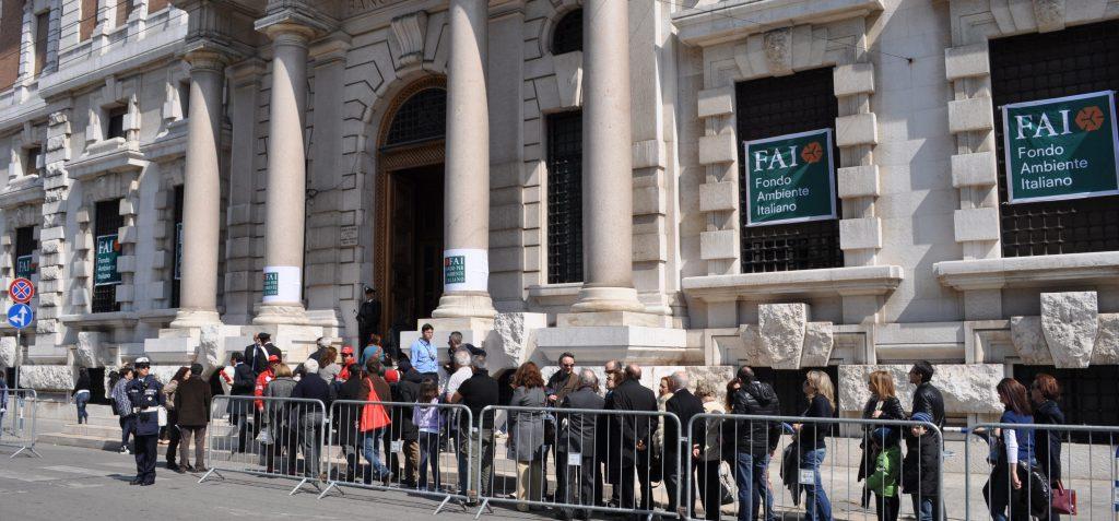 Queuing at the Fondo Ambiente Italiano